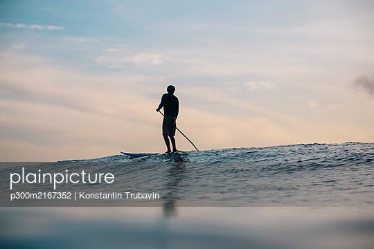 Sup surfer, Bali, Indonesia - p300m2167352 by Konstantin Trubavin