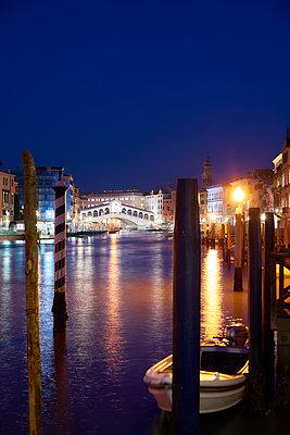 Rialto bridge at night - p1312m2054962 by Axel Killian