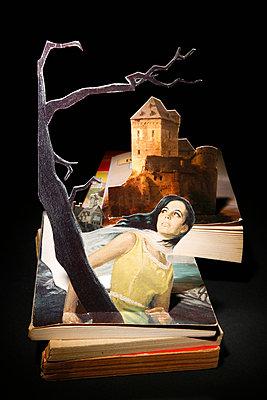 Groschenroman Collage - p2370551 von Thordis Rüggeberg