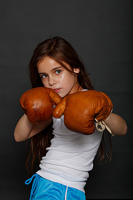 Boxing girl - p249m793009 by Ute Mans