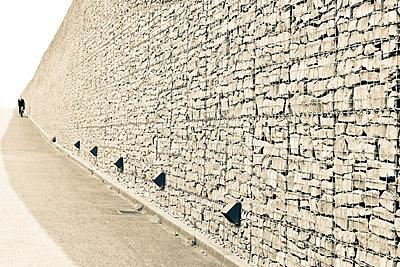 Mauer - p979m1081228 von Martin Kosa