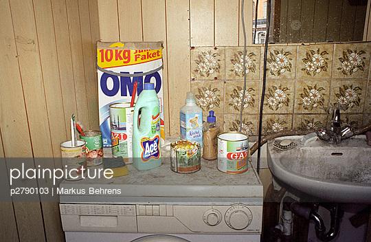 plainpicture - plainpicture p2790103 - Dreckiges Badezimmer ...