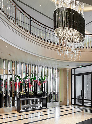 Luxury hotel - p390m1067845 by Frank Herfort
