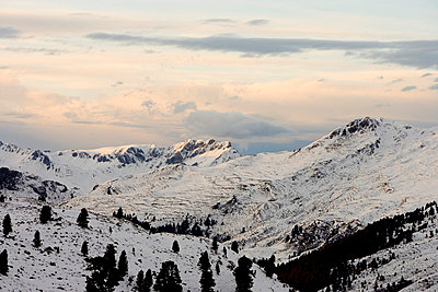 Sunset in the mountains - p2480968 by BY
