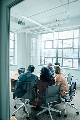 Business people on video conference behind window - p555m1503931 by FS Productions