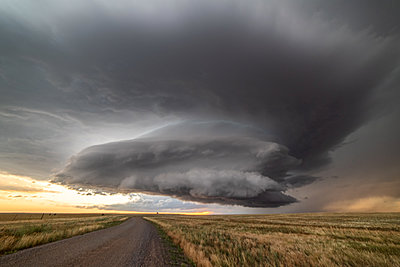 Incredible supercell spinning across Wyoming - p924m2213489 by Jessica Moore