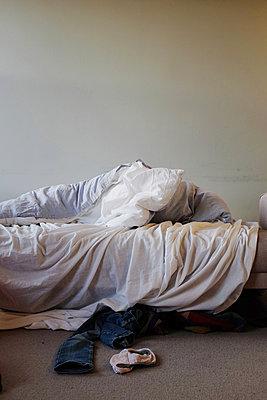 Zerwühltes Bett - p1116m1217078 von Ilka Kramer