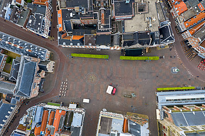 Aerial view of residential buildings in Haarlem city - p300m2132541 by A. Tamboly