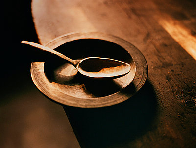Wooden plate and spoon - p312m714736 by Bruno Ehrs