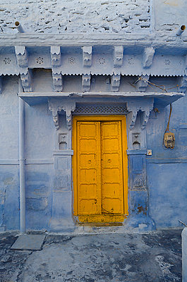 Yellow Door in Blue Wall - p1072m941364 by chinch gryniewicz