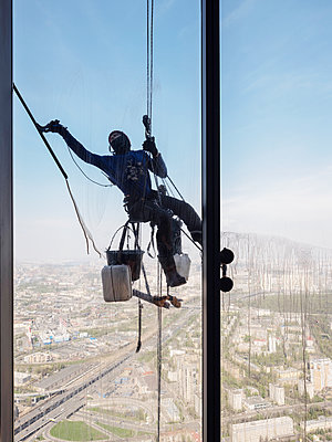 Window cleaner works on high rise in Moscow - p390m2013420 by Frank Herfort