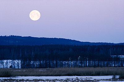 Full moon over landscape. - p5750389 by Stefan Rosengren