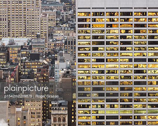 Bürogebäude, Wolkenkratzer in Manhattan - p1542m2209879 von Roger Grasas