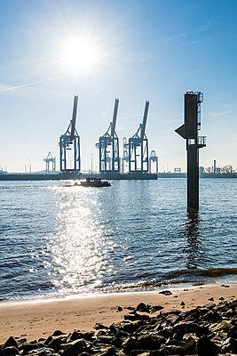 Hafenkräne - p488m2045564 von Bias