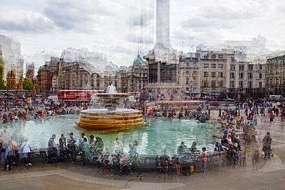 Trafalgar Square Multiexposure - p719m1132692 von Rudi Sebastian