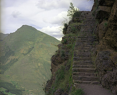 Steintreppe in Pisac - p945m1476404 von aurelia frey