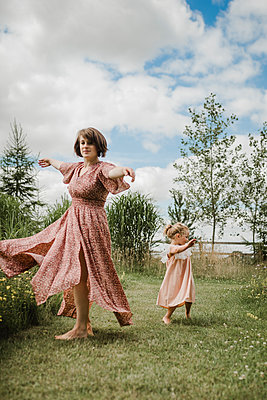 Mother and daughter in countryside - p1628m2196225 by Lorraine Fitch