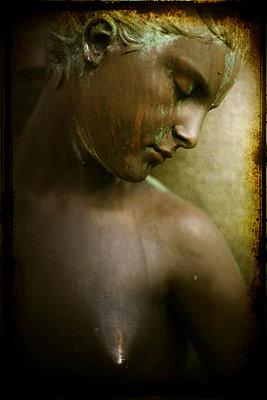 Female sculpture - p1028m856685 by Jean Marmeisse