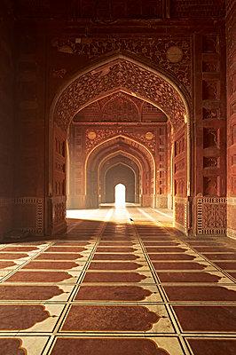 Der Eingang zum Taj Mahal  - p1259m1108687 von J.-P. Westermann