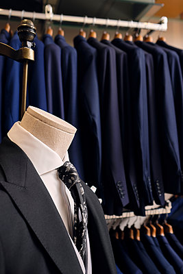 Suit on mannequin and blazers on rack in tailors boutique - p300m2242335 by Antonio Ovejero Diaz