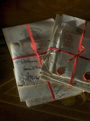 Bündel mit alten Briefen - p8260035 von Roy Botterell