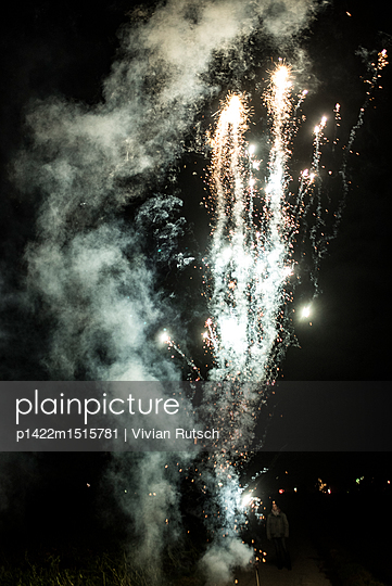 Feuerwerk - p1422m1515781 von Vivian Rutsch