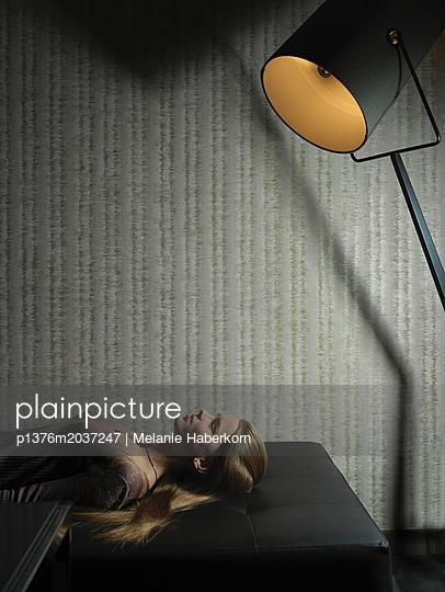 Auf der Couch - p1376m2037247 von Melanie Haberkorn