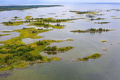Aerial of the Unesco world heritage site Kvarken archielago, Finland - p300m2282480 von Michael Runkel