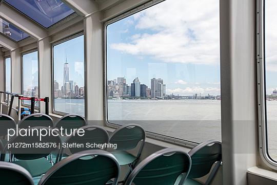 Skyline Sightseeing Boat - p1272m1582576 von Steffen Scheyhing