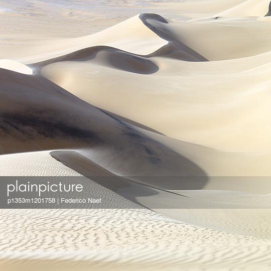 White desert scenery in Egypt - p1353m1201758 by Federico Naef