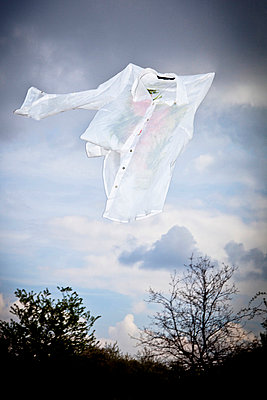 Shirt in the wind - p471m668780 by CLMasur