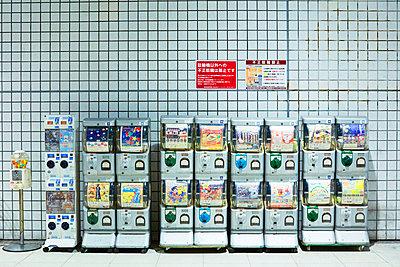 Gashapon vending machine - p579m2014835 by Yabo