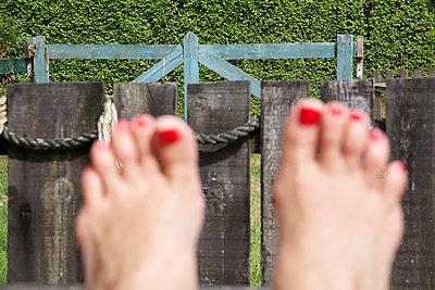 Putting the feet up - p606m890775 by Iris Friedrich