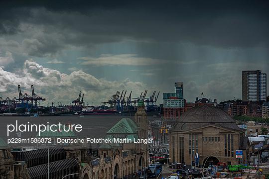 Landungsbrücken - p229m1586872 von Martin Langer
