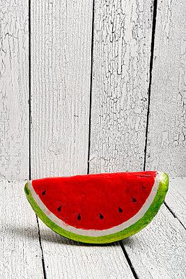 Melone aus Pappmache - p451m1040573 von Anja Weber-Decker
