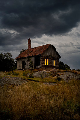 Abandoned house in Finland  - p470m2244388 by Ingrid Michel