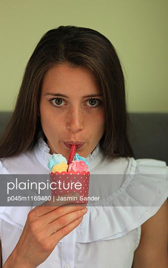 Naschkatze - p045m1169480 von Jasmin Sander