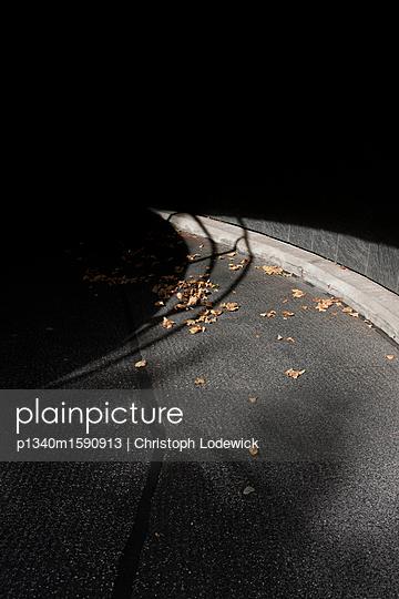 Dunkler Weg - p1340m1590913 von Christoph Lodewick