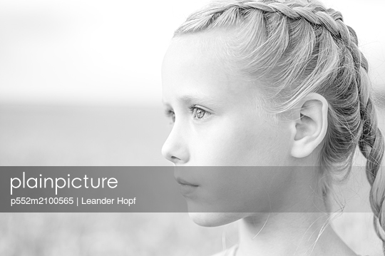 Portrait of girl with pigtails - p552m2100565 by Leander Hopf