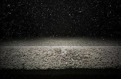 Schneefall in der Nacht - p1132m2126177 von Mischa Keijser