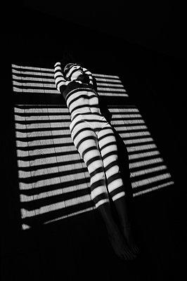 Frau im Licht und im Schatten - p1412m1573498 von Svetlana Shemeleva
