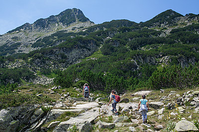 Bulgaria, Mother hiking with her daughters in the mountains - p1432m2283924 by Svetlana Bekyarova