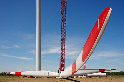 Aufbau eines Windrades - p1099m1526278 von Sabine Vielmo