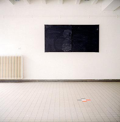 Empty room - p9110523 by Benjamin Roulet