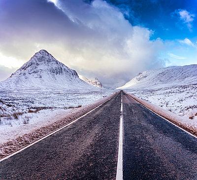 UK, Scotland, Glencoe, A92 road in winter - p300m1228792 by Scott Masterton