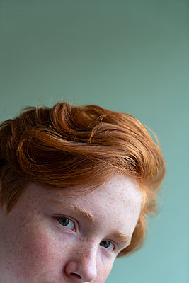 Red-haired girl - p427m2142153 by Ralf Mohr