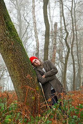 Mann im Wald - p902m856575 von Mölleken
