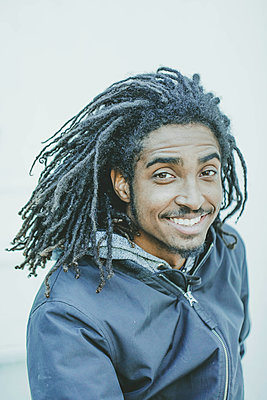 Portrait of a young man with dreadlocks - p445m1527801 by Marie Docher