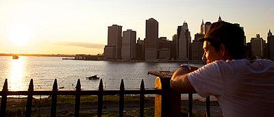 Sonnenuntergang in New York - p530m918608 von marcuskaspar