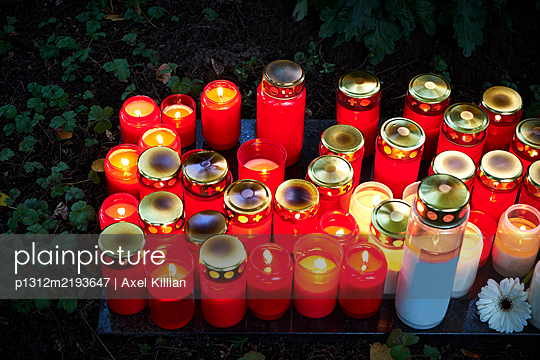 Grave candles on a cemetery - p1312m2193647 by Axel Killian